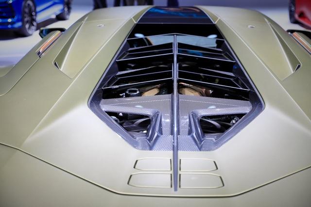 Cận cảnh siêu xe hybrid đầu tiên của Lamborghini  - 9