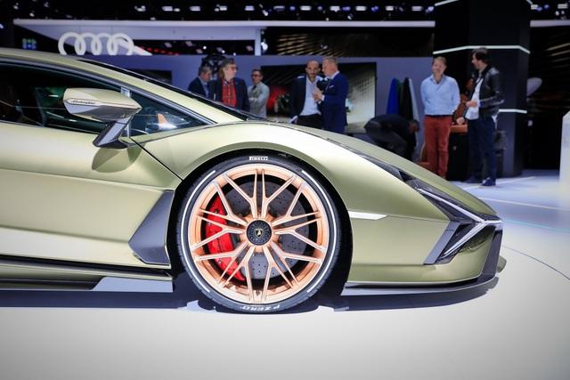 Cận cảnh siêu xe hybrid đầu tiên của Lamborghini  - 10