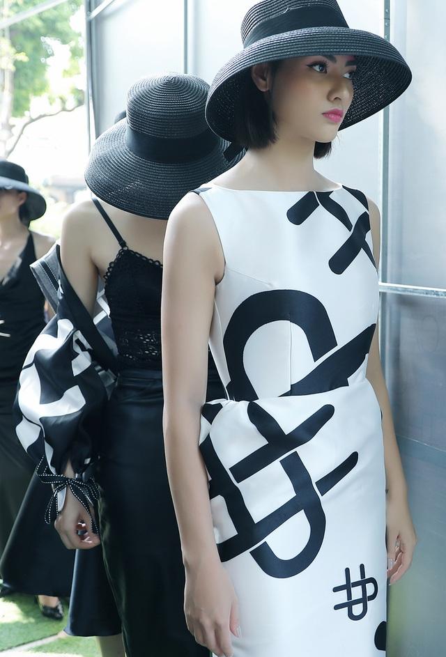 Đột nhập hậu trường ấn tượng của Tuần lễ Thời trang Việt Nam Xuân - Hè 2020 - 3