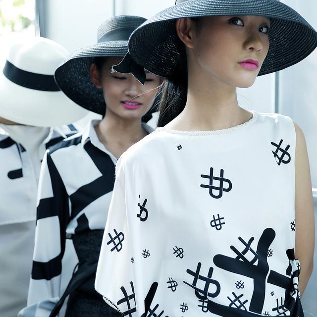 Đột nhập hậu trường ấn tượng của Tuần lễ Thời trang Việt Nam Xuân - Hè 2020 - 4