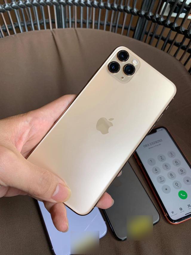 Bộ 3 iPhone 11 bất ngờ xuất hiện tại Việt Nam dù chưa mở bán - 2