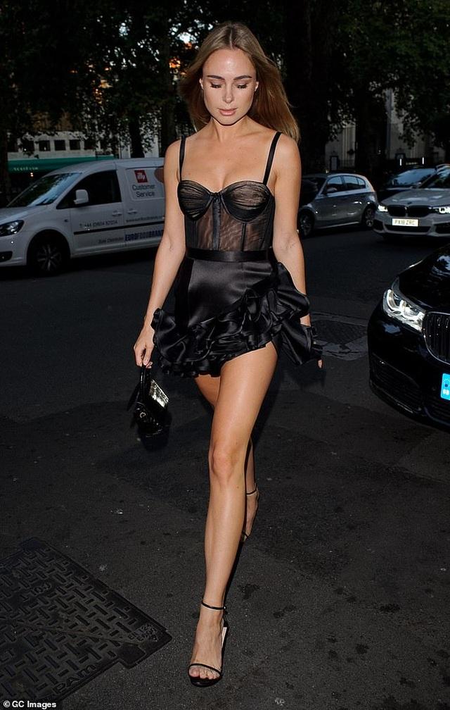 Kimberley Garner bốc lửa dự tiệc thời trang - 1