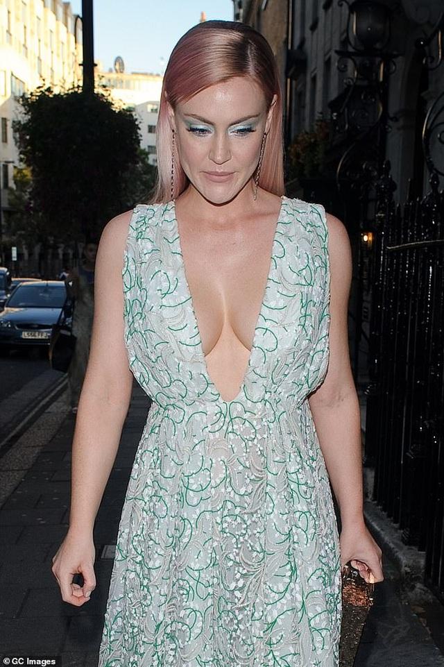Kimberley Garner bốc lửa dự tiệc thời trang - 10