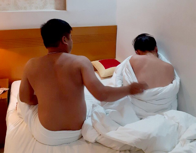 Nữ tiếp viên nhà hàng bán dâm trong khách sạn trung tâm Sài Gòn - 1