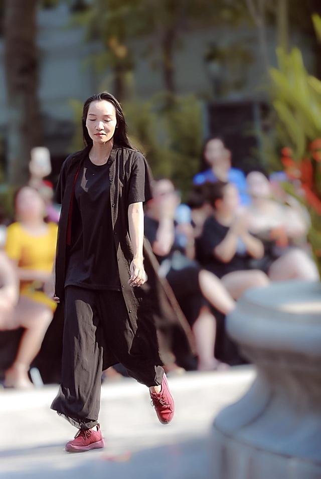 Đột nhập hậu trường ấn tượng của Tuần lễ Thời trang Việt Nam Xuân - Hè 2020 - 11