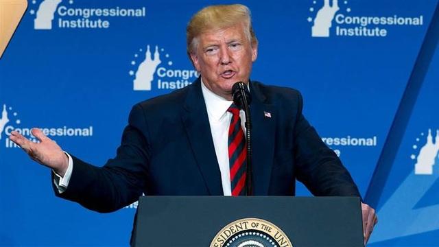 """Tổng thống Trump gây """"bão"""" mạng khi nêu lý do da có màu cam - 1"""