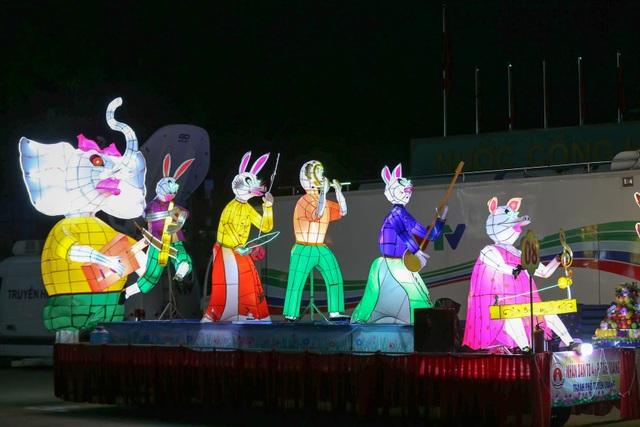 Mãn nhãn những mô hình đèn trung thu khổng lồ độc nhất vô nhị ở Tuyên Quang - 9