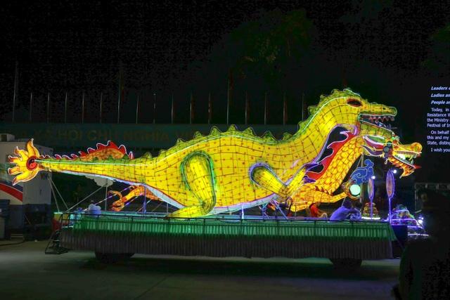 Mãn nhãn những mô hình đèn trung thu khổng lồ độc nhất vô nhị ở Tuyên Quang - 5