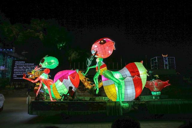 Mãn nhãn những mô hình đèn trung thu khổng lồ độc nhất vô nhị ở Tuyên Quang - 7