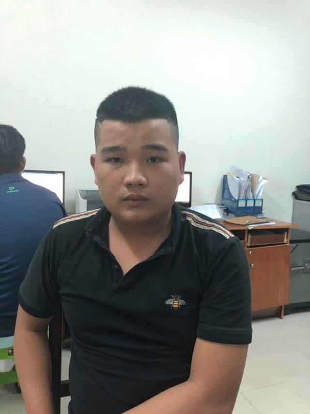 Sàm sỡ bị phản ứng, nhóm thanh niên quay sang cướp tài sản của nữ du khách nước ngoài - 2