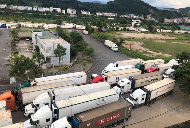 Hàng trăm xe nông sản vẫn bất động ở cửa khẩu, chờ sang Trung Quốc - 1