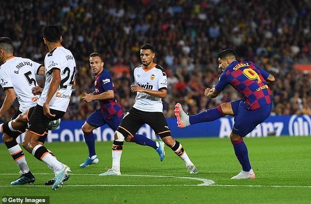 Barcelona 5-2 Valencia: Cú đúp của Luis Suarez - 8
