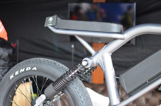 Soi chi tiết chiếc xe đạp điện cá tính, linh hoạt bậc nhất Le Cafe Racer - 9