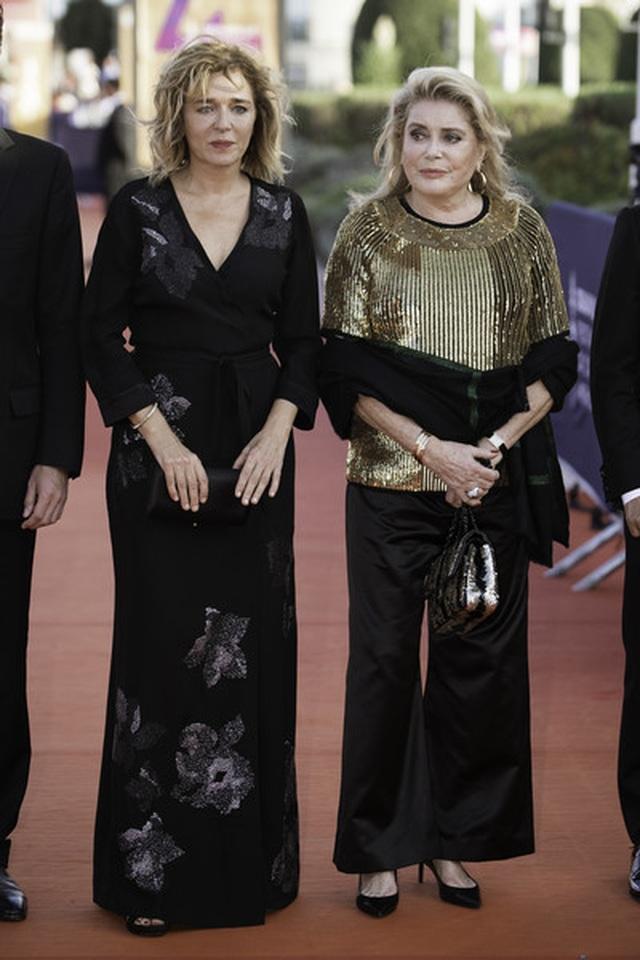 Kristen Stewart nam tính xuất hiện tại Pháp - 13