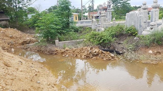 Công trình của Bộ Chỉ huy Quân sự tỉnh Thừa Thiên Huế gây ngập lụt đường sắt Bắc Nam! - 2