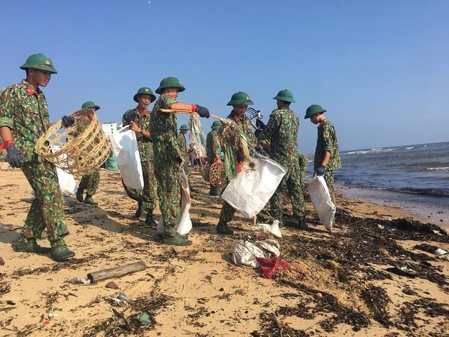 """Quảng Bình: 1.000 bạn trẻ tham gia chiến dịch """"Hãy làm sạch biển - Tử tế với đại dương"""" - 3"""