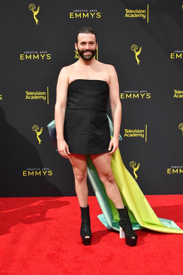 Jonathan Van Ness mặc váy dự sự kiện - 3