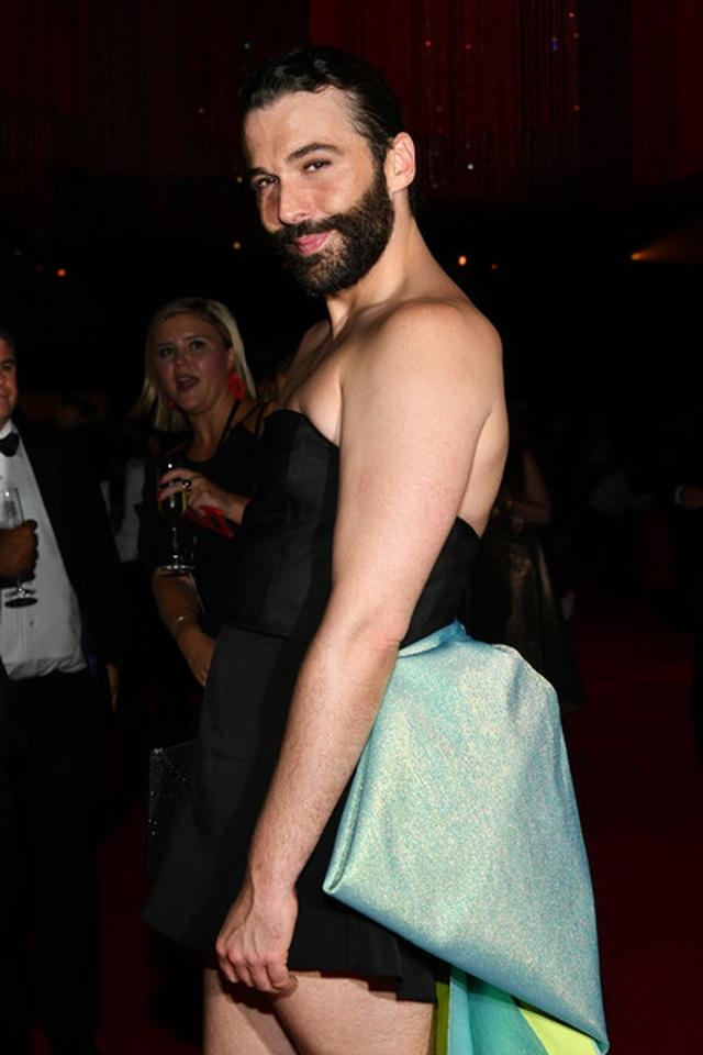 Jonathan Van Ness mặc váy dự sự kiện - 4