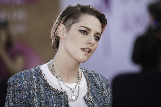 Kristen Stewart nam tính xuất hiện tại Pháp - 3