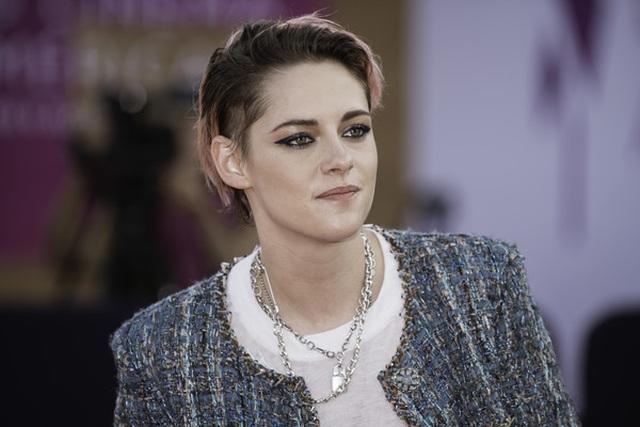 Kristen Stewart nam tính xuất hiện tại Pháp - 4