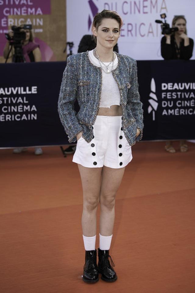 Kristen Stewart nam tính xuất hiện tại Pháp - 2