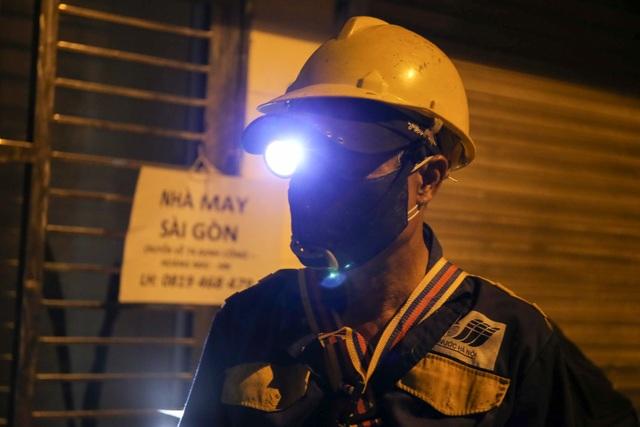 Xuyên đêm nạo vét bùn quanh nhà máy Rạng Đông - 10