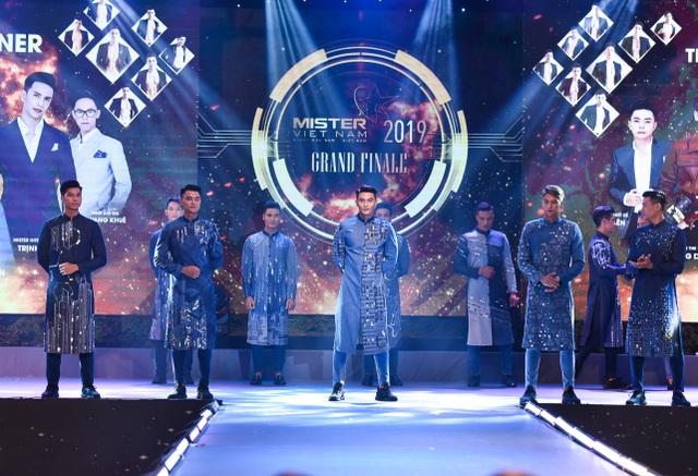 Quý ông Việt Nam 2019 gây sốc khi quyết định trao 2 giảiQuán quân - 11