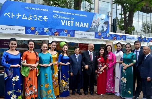 Nguyên Chủ tịch nước Trương Tấn Sang dự Lễ hội Việt Nam tại Sapporo 2019 - 6