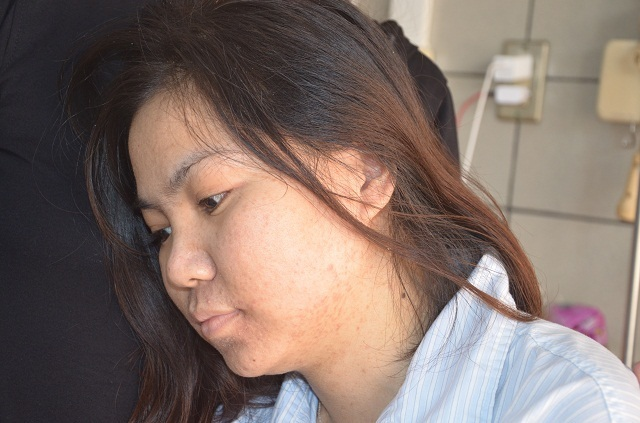 Người mẹ nghèo bất lực nhìn con gái chia quả thận để cứu em - 8