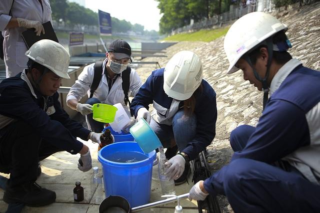 Sáng nay thả cá Koi Nhật Bản xuống sông Tô Lịch và Hồ Tây - 11
