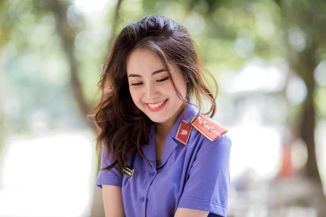 Nữ kiểm sát viên xinh đẹp, sở hữu nụ cười tỏa nắng - 2