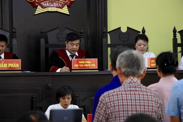 Hoãn xử vụ gian lận thi cử Sơn La vì hàng loạt người được triệu tập vắng mặt - 5