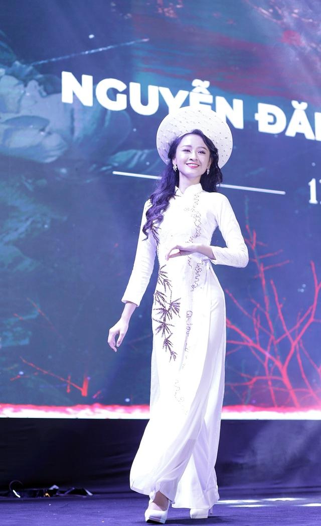 Nữ sinh đa tài, xinh đẹp đăng quang Đại sứ trường Ams 2019 - 5