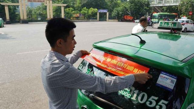 Hàng loạt tài xế taxi cổ vũ quy định taxi công nghệ cũng phải có hộp đèn - 2