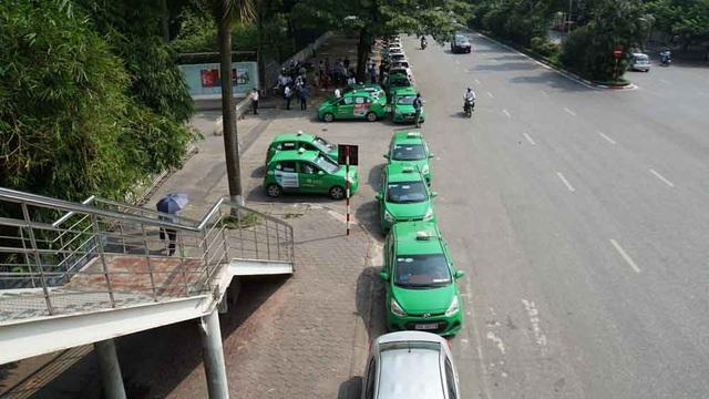 Hàng loạt tài xế taxi cổ vũ quy định taxi công nghệ cũng phải có hộp đèn - 1