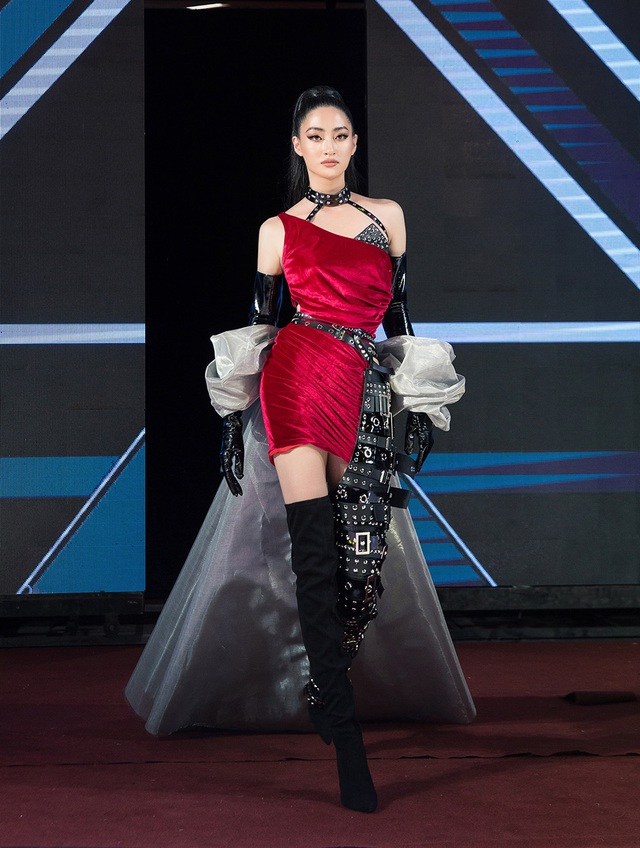 """Hoa hậu Lương Thùy Linh ấn tượng khi trở thành """"nữ thần chiến binh"""" trên sàn diễn - 7"""