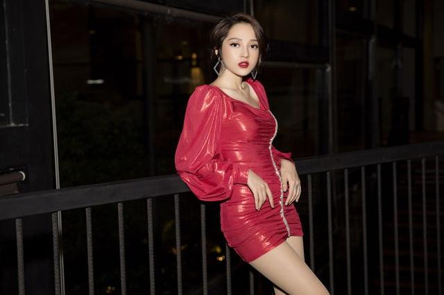 Minh Tú, Như Vân nổi bật nhất tuần khi diện trang phục hở bạo - 4