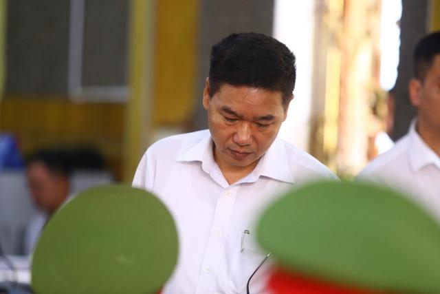 Hoãn xử vụ gian lận thi cử Sơn La vì hàng loạt người được triệu tập vắng mặt - 1