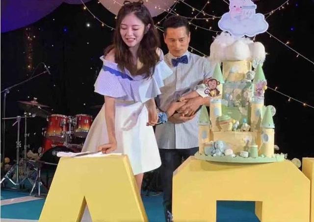 An Dĩ Hiên và chồng tỷ phú mở tiệc đầy tháng hoành tráng cho con trai - 6