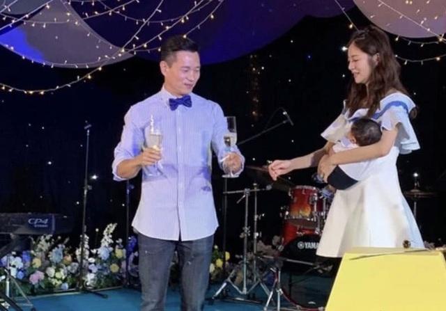 An Dĩ Hiên và chồng tỷ phú mở tiệc đầy tháng hoành tráng cho con trai - 5