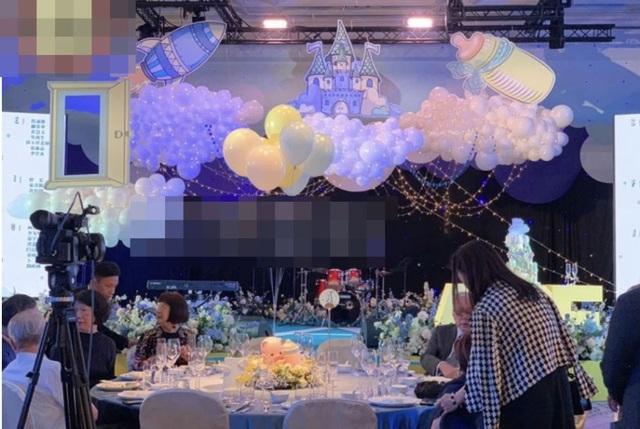 An Dĩ Hiên và chồng tỷ phú mở tiệc đầy tháng hoành tráng cho con trai - 16