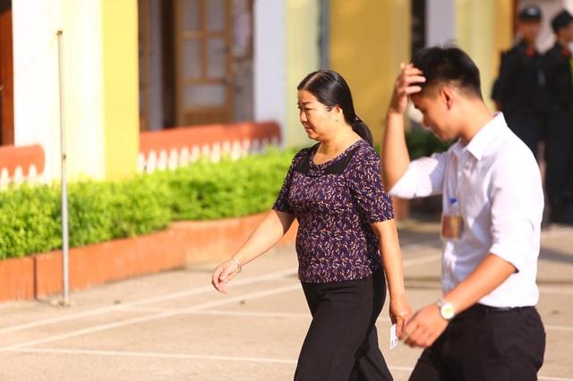 Hoãn xử vụ gian lận thi cử Sơn La vì hàng loạt người được triệu tập vắng mặt - 4