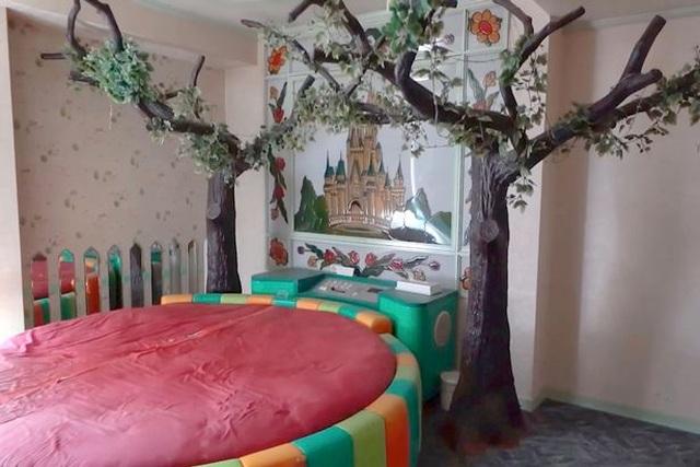 Khách sạn tình yêu bị bỏ hoang: Chốn yêu đương một thời của những cặp tình nhân - 1