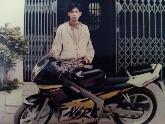 Giới nhà giàu Hà Nội thập niên 90: Dùng máy nhắn tin, đi xe phân khối lớn - 1
