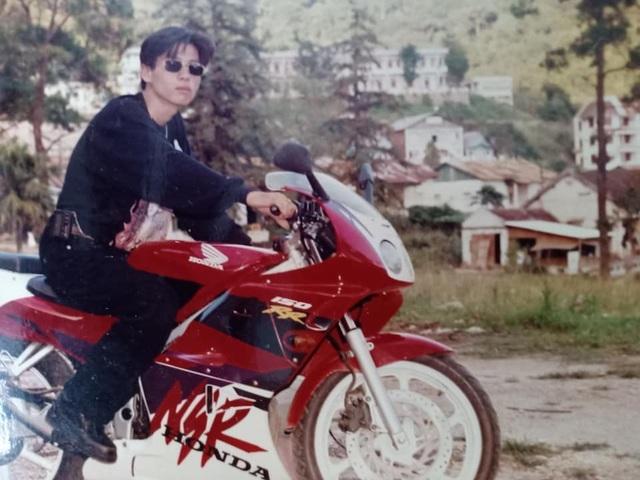 Giới nhà giàu Hà Nội thập niên 90: Dùng máy nhắn tin, đi xe phân khối lớn - 2