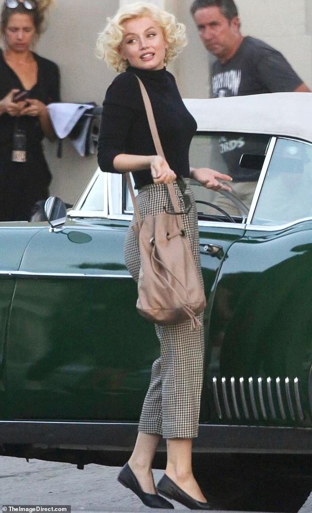 Bond girl Ana De Armas được khen giống hệt Marilyn Monroe - 1