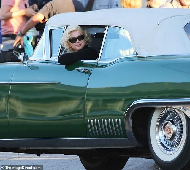 Bond girl Ana De Armas được khen giống hệt Marilyn Monroe - 2
