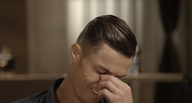 C.Ronaldo ướt đẫm nước mắt khi nhắc về người cha quá cố - 3