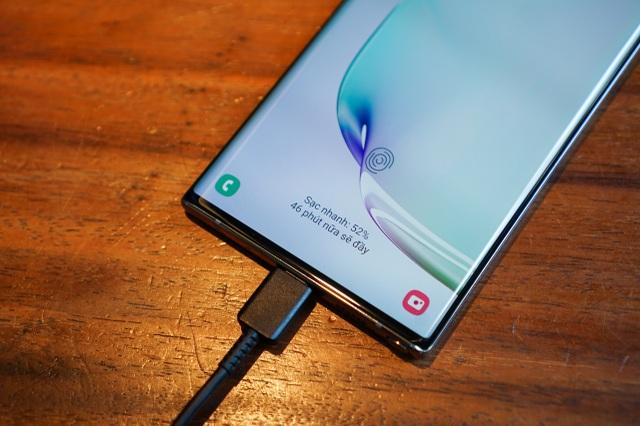 """Loạt tính năng độc đáo trong smartphone """"nghìn đô"""" 2019 - 1"""