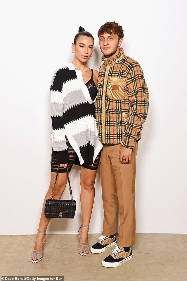 Dua Lipa và Anwar Hadid đẹp đôi đi xem show thời trang - 2